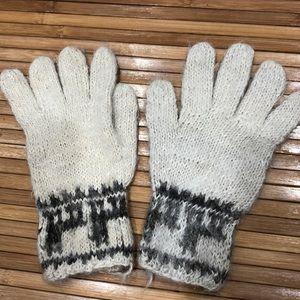 Accessories - Llama gloves!  🦙 🦙 🦙